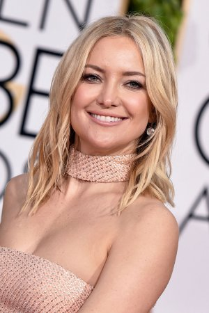 kate_hudson_earrings_golden_globes.jpg